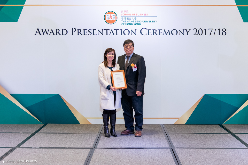 Prof Kevin Lam, Head of Department of Accountancy (right), presented the award to Dr Eden Chow.