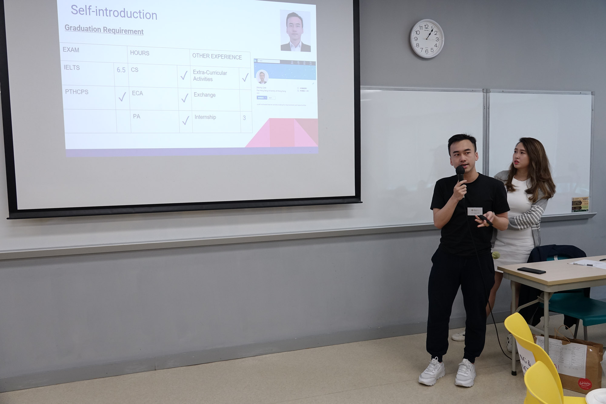 Mr Jimmy Lee and Ms Eunice Yee, BBA Envoys, presented their sharing about Marketing Concentration to students