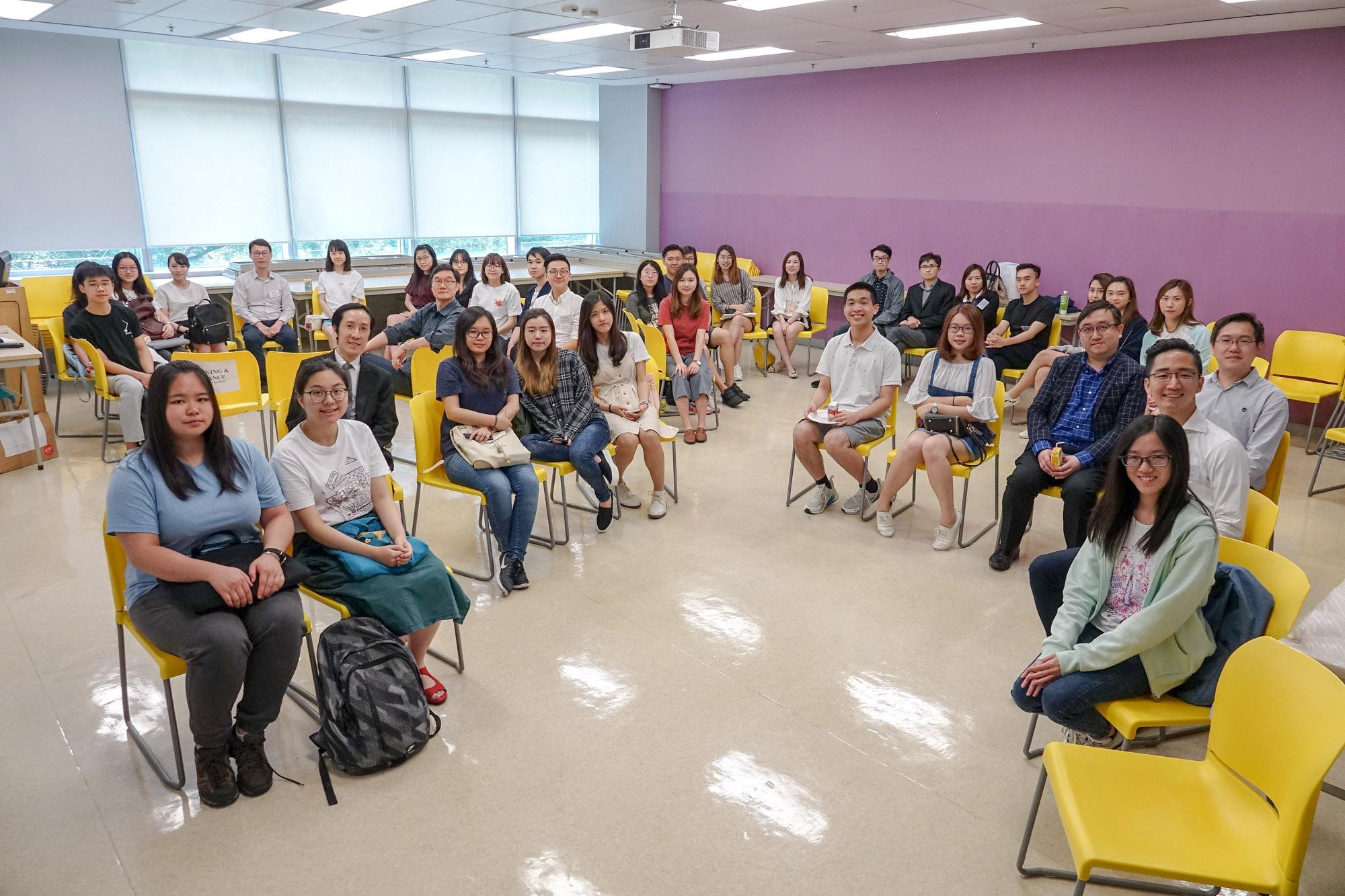 同學樂於聆聽BBA大使的分享及跟導師討論選修意向